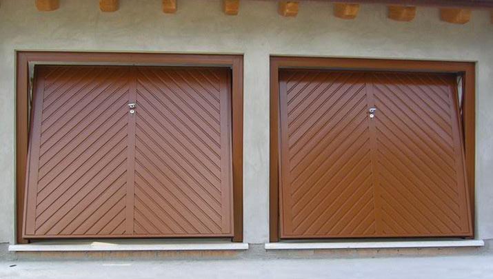 Porte basculanti per garage portoni manuali e automatici nigma italia bg - Portoni garage con finestre ...